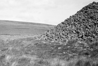 North Muir Upper Cairn. View of basal platform on W side of cairn.