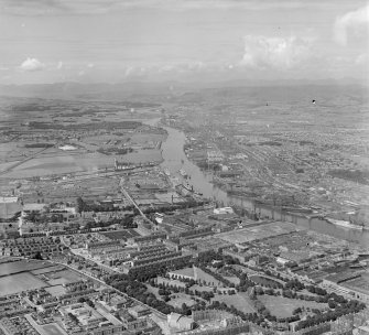 The Clyde from over Glasgow looking West Govan, Lanarkshire, Scotland. Oblique aerial photograph taken facing North/West.