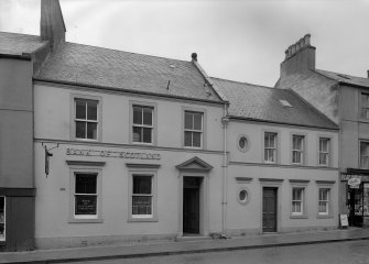 View of 27 and 25 High Street, Jedburgh from north showing Bank of Scotland (no.27).