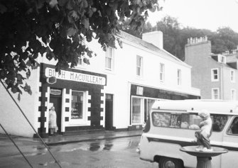 Mull, Tobermory, 33-35 Main Street. General view.