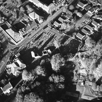 Oblique aerial view of Penicuik, ST Kentigern's Church and Churchyard centred on a church, churchyard and burial ground, with a mausoleum and other church and hearse house adjacent, taken from the S.