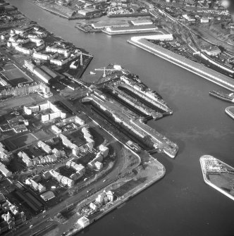 Glasgow, 18 Clydebrae Street, Govan Graving Docks. Oblique aerial view from South.