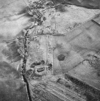 Oblique aerial centred on the remains of the anti-aircraft battery, taken from the NW.