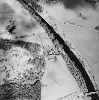 Oblique aerial view centred on the farmstead, taken from the SW.
