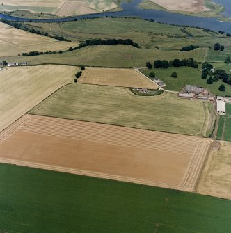 General oblique aerial view centred on the cropmarks of the cursus monuments, and the barrows, pits and rig with the farmsteading adjacent, taken from the SW.