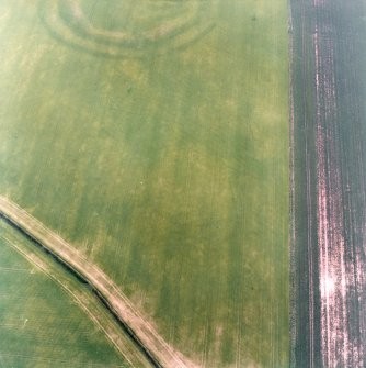 Oblique aerial view centred on the cropmarks of the field boundaries and cropmarks with fort adjacent, taken from the SE.