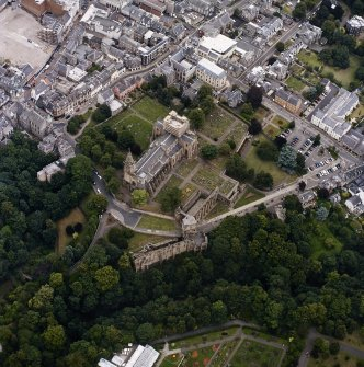 Oblique aerial view centred on the abbey, with the Abbots House adjacent, taken from the SW.