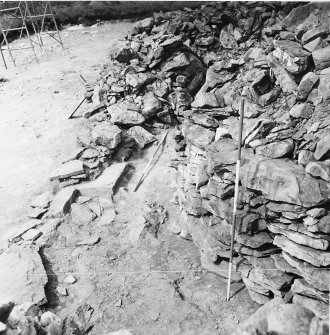 The round cairn revetment of chamber A.