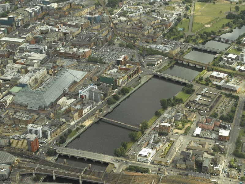 Oblique aerial view of the shopping centre and the River Clyde, taken from the NE.