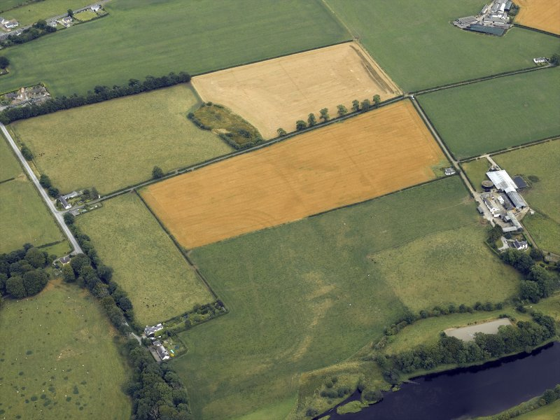 Oblique aerial view centred on the cropmarks and parchmarks of the Roman Fort, taken from the WSW.