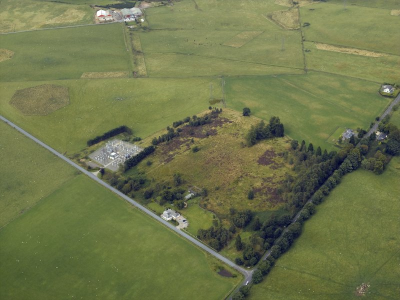 Oblique aerial view centred on the remains of the Roman temporary camp with the cottage and tollhouse adjacent, taken from the S.