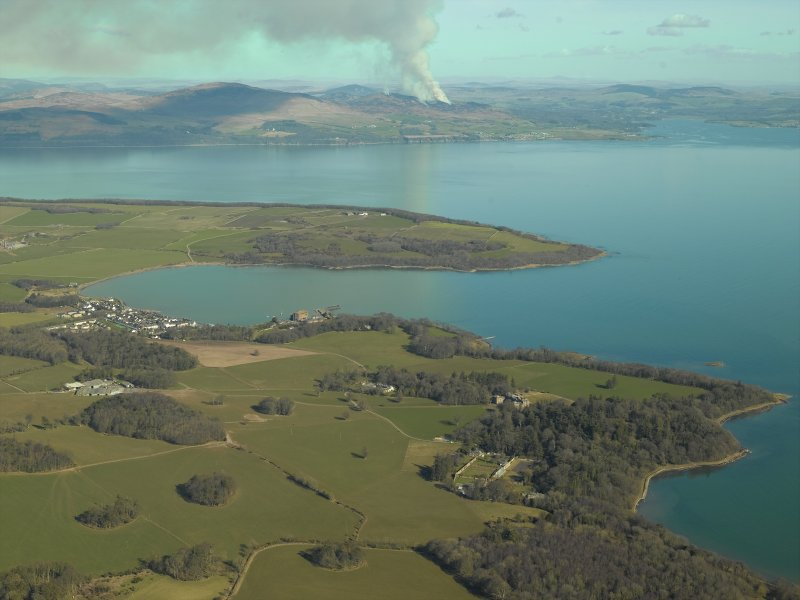 General oblique aerial view centred on the village with the harbour, mill, country house, farmsteading and gardens adjacent, taken from the SW.