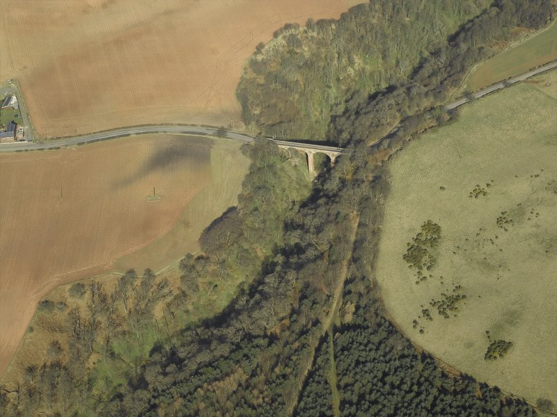 Oblique aerial view centred on the road bridge, taken from the S.