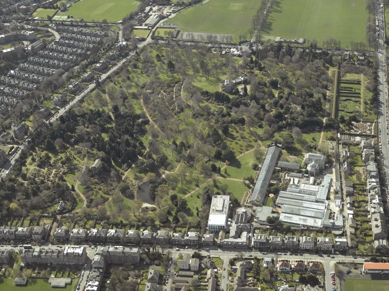 Oblique aerial view centred on the botanical garden, taken from the NE.