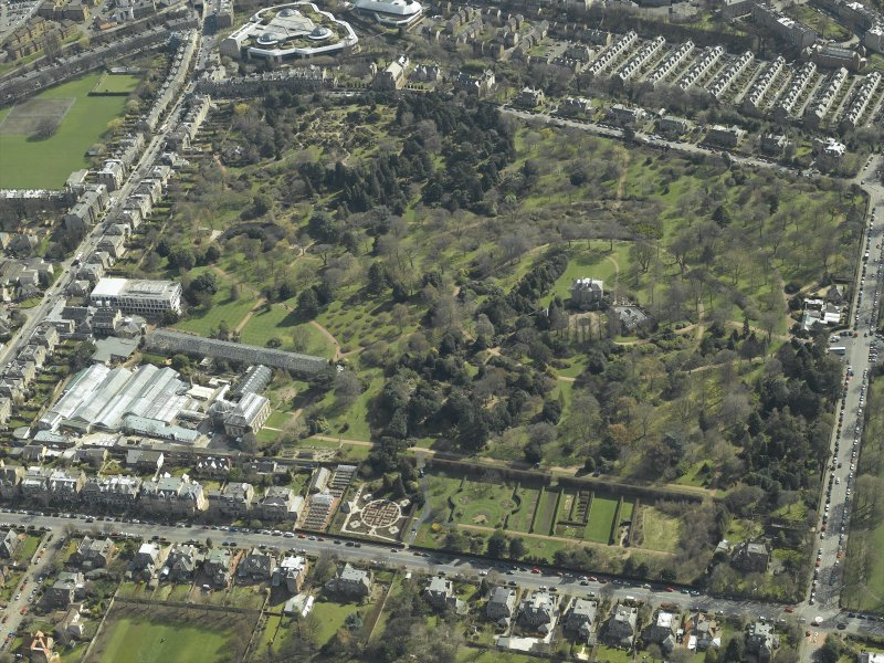 Oblique aerial view centred on the botanical garden, taken from the NW.