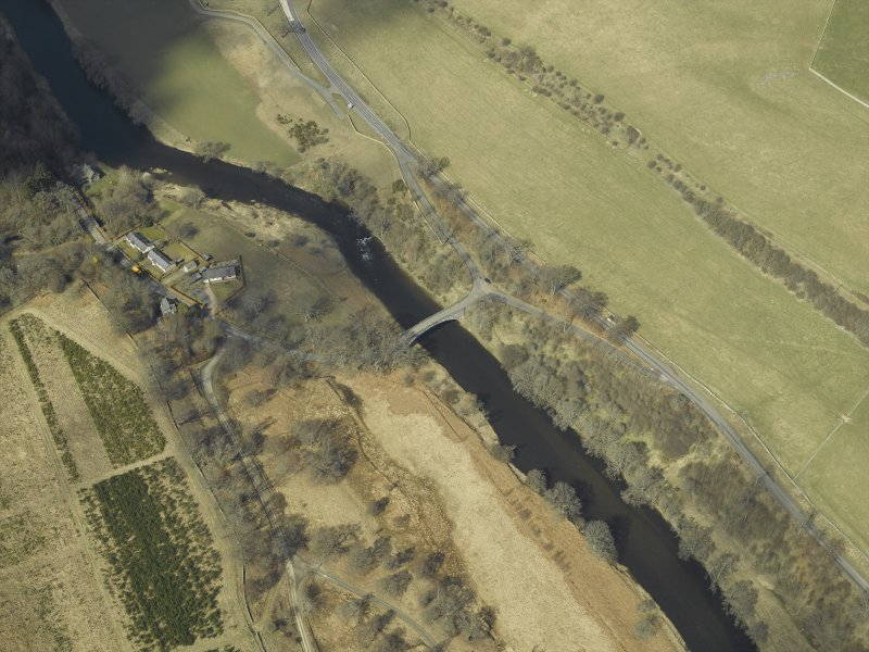 Oblique aerial view centred on the road bridge, taken from the SE.