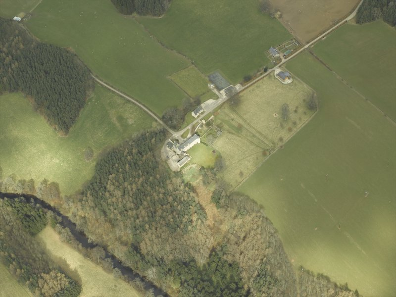 Oblique aerial view centred on the castle and the chapel, taken from the SW.