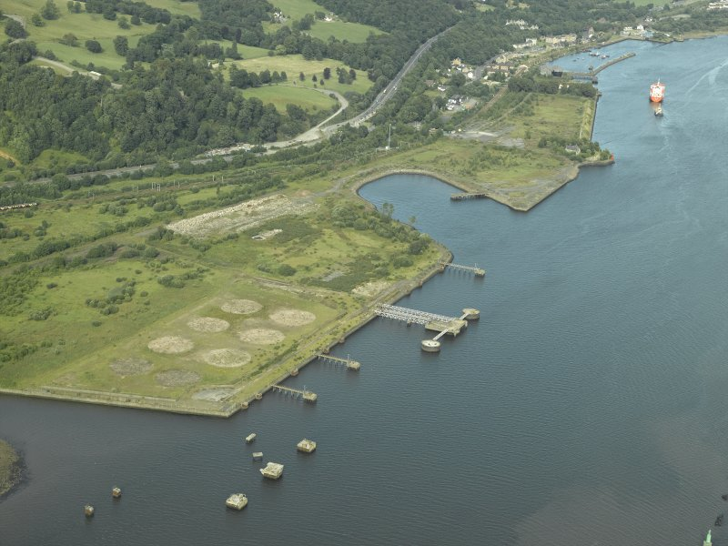 General oblique aerial view centred on the remains of the shipyard with the castle adjacent, taken from the WSW.