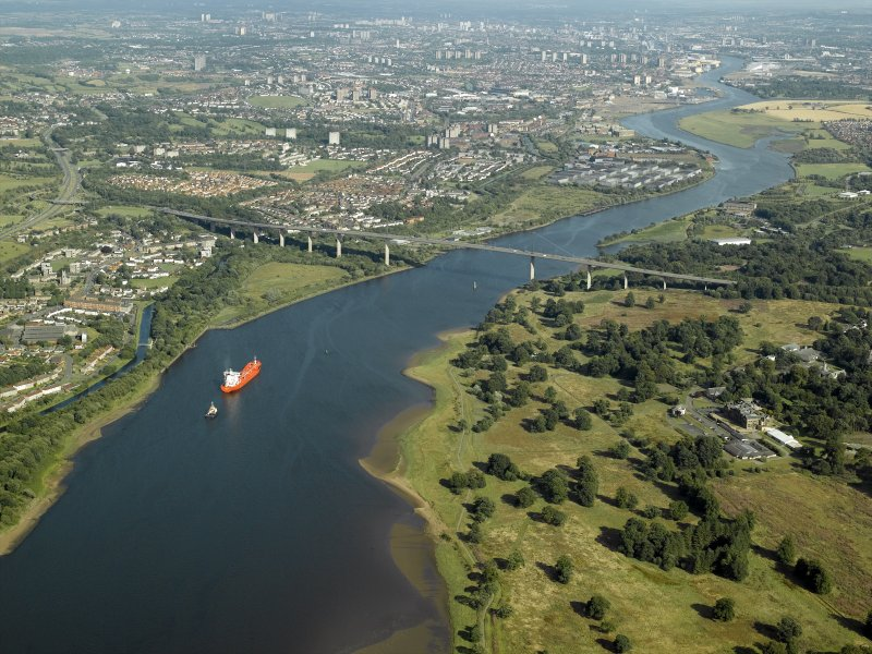 General oblique aerial view looking along the River Clyde towards the bridge, taken from the NW.
