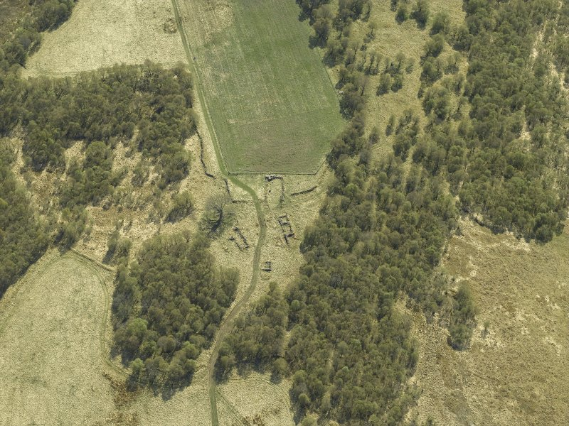 Oblique aerial view centred on the remains of the farmstead, taken from the NNE.