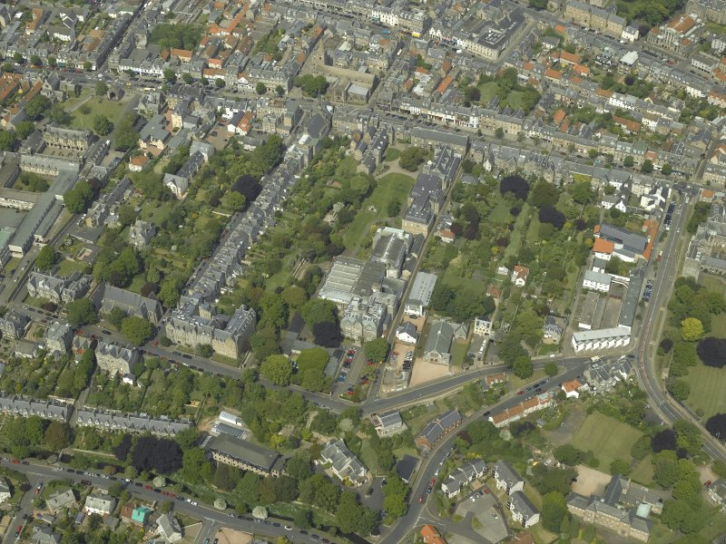 Oblique aerial view centred on the colleges, museum, libraries, church and town hall, taken from the S.