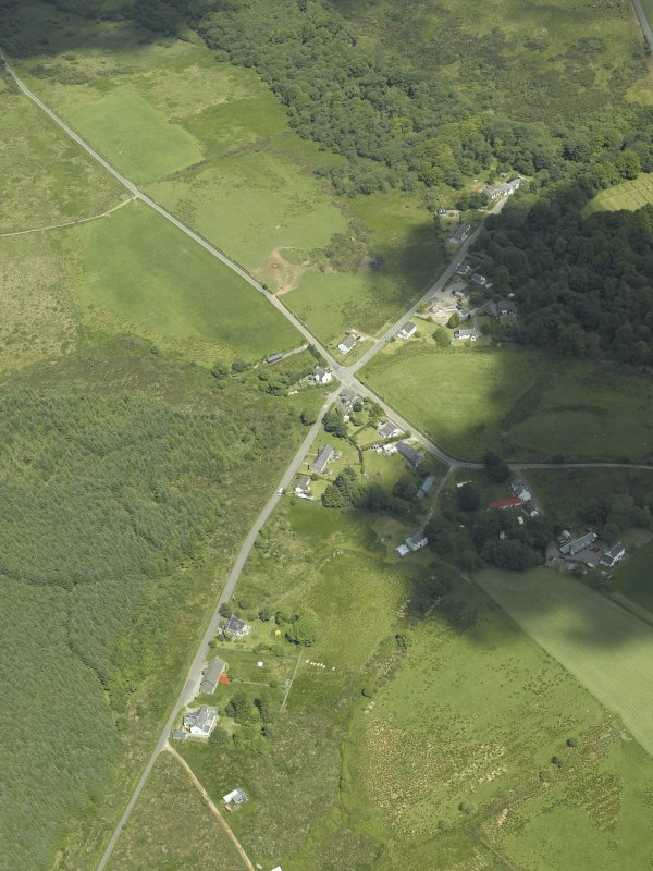 Oblique aerial view centred on the township and village, taken from the SE.