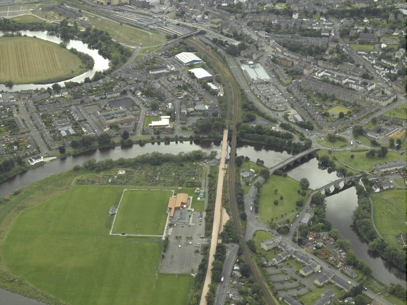 Oblique aerial view.  North Stirling showing the railway junction of Stirling to Alloa railway with main Stirling to Perth line.  Also visible are the other bridges across the Forth.