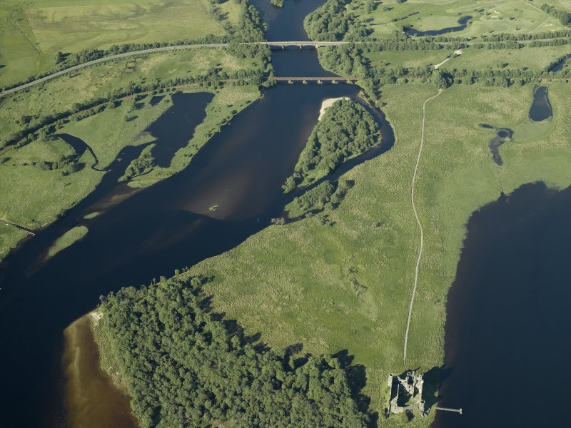 General oblique aerial view centred on the Awe railway viaduct and Strath of Orchy road bridge with the remains of Kilchurn Castle adjacent, taken from the SW.