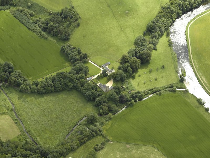 Oblique aerial view centred on the castle and the dovecot, taken from the WNW.
