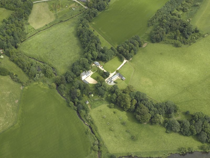 Oblique aerial view centred on the castle and the dovecot, taken from the SSW.