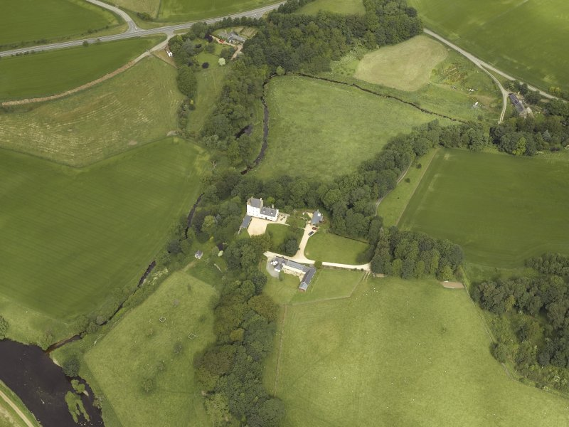 Oblique aerial view centred on the castle and the dovecot, taken from the SE.