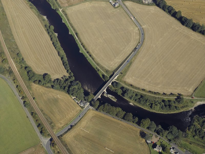 Oblique aerial view centred on the road bridge and the tollhouse, taken from the S.