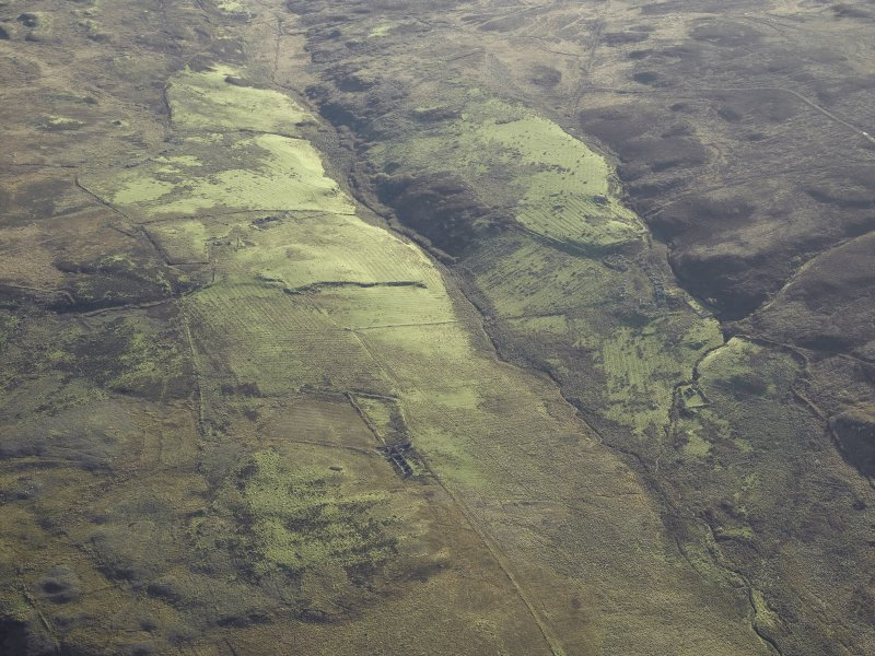 General oblique aerial view centred on the remains of the farmstead, chapel, enclosure, townships, rig and lazy beds, taken from the NNW.