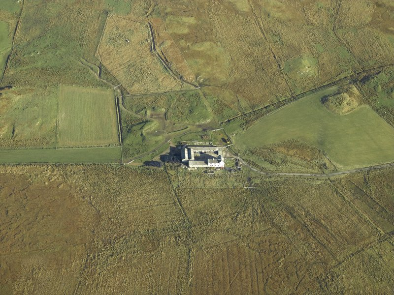 Oblique aerial view centred on the farmsteading and farmhouse, taken from the SW.