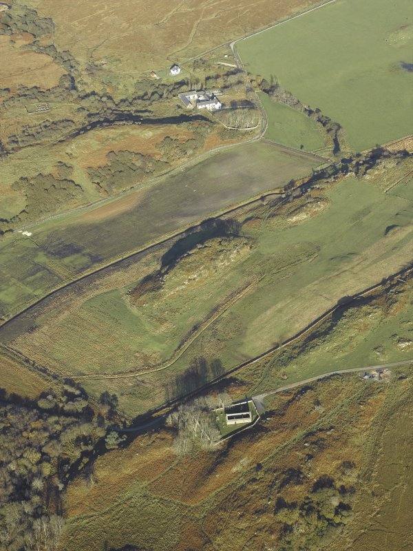 General oblique aerial view centred on the remains of the church and the burial-ground with the farmhouse, farmsteading and remains of the fort  adjacent, taken from the S.