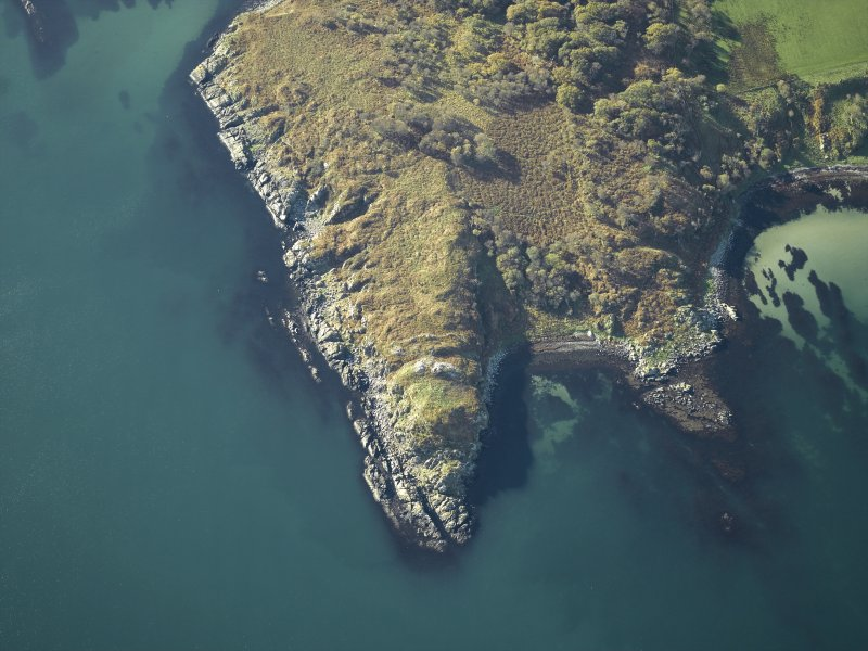 Oblique aerial view centred on the remains of Trudernish fort, Islay,  taken from the NE.