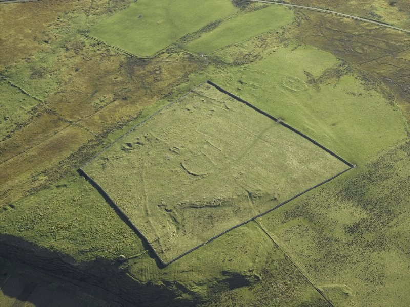 Oblique aerial view centred on the remains of the township, taken from the NW.