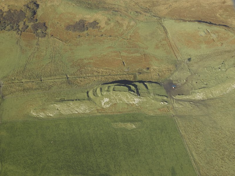 Oblique aerial view centred on the remains of the fort and the township, taken from the SE.