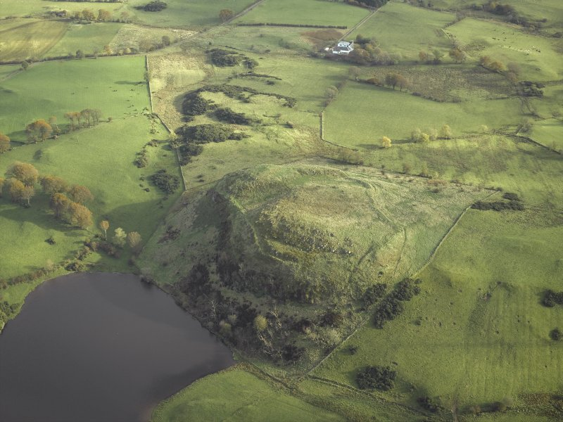 General oblique aerial view centred on the remains of the fort, taken from the W.