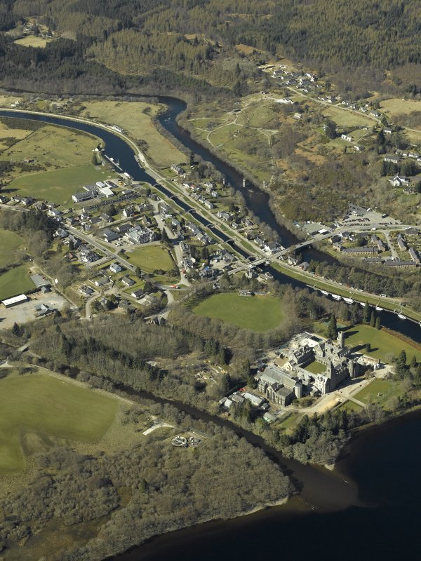 General oblique aerial view of the village centred on the road bridge, swing bridge, locks, abbey and schools, taken from the SE.