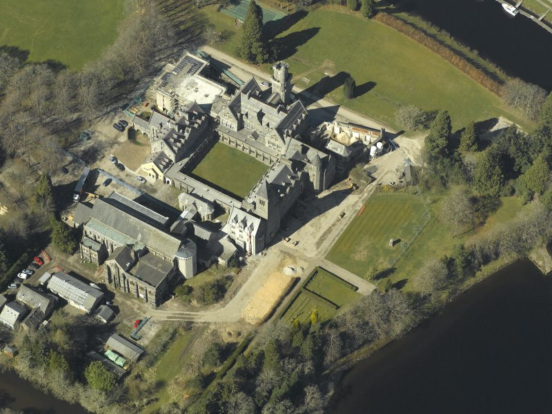 Oblique aerial view centred on the abbey and school, taken from the SE.