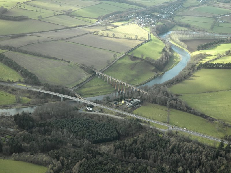 General oblique aerial view centred on the Leaderfoot railway viaduct, Drygrange Bridge and new road bridge, taken from the NE.