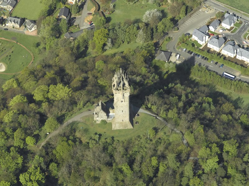 Oblique aerial view centred on the monument, taken from the E.