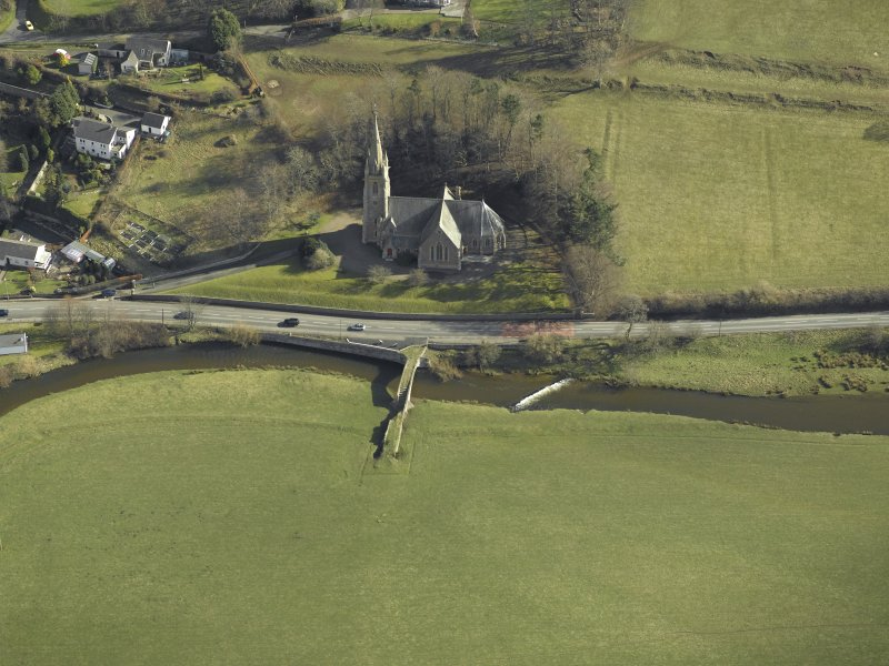 Oblique aerial view centred on Stow Kirk and Old Stow Bridge, taken from the W.
