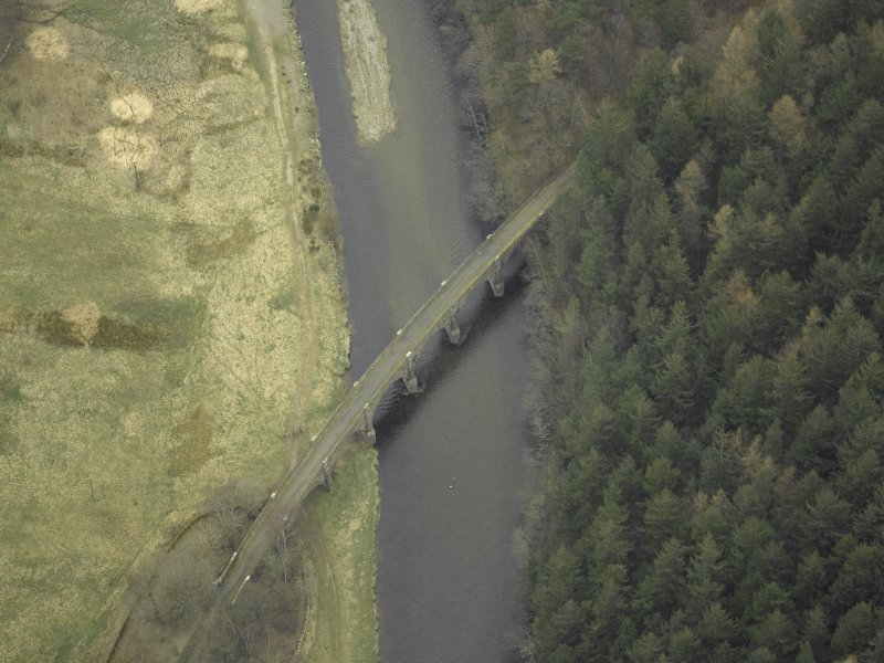Oblique aerial view centred on Neidpath Viaduct, taken from the SW.