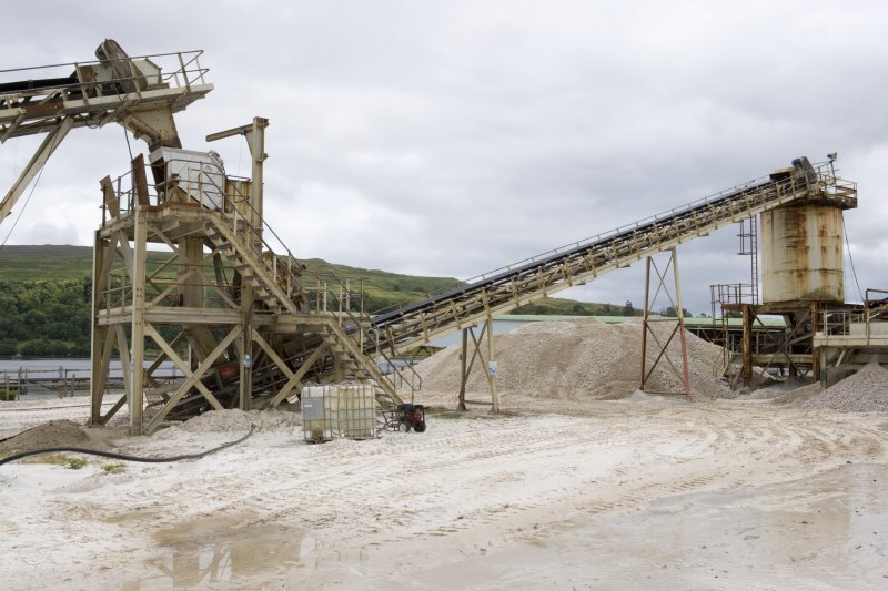 View of Morgenson SIzer and Hazemag crusher (below) at top of Conveyor No. 1,  Conveyor No. 2 and Surge Bin.