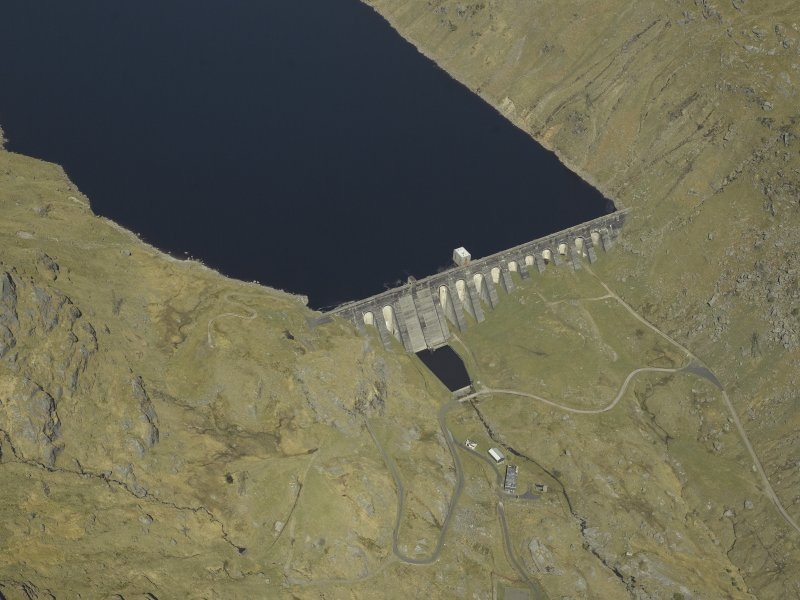 Oblique aerial view centred on the dam, taken from the SSE.