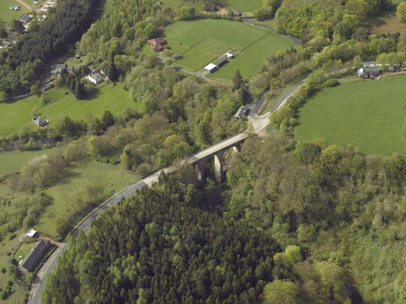 Oblique aerial view centred on the bridge, taken from the NE.
