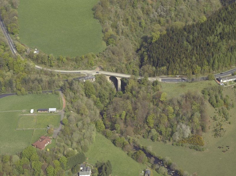 Oblique aerial view centred on the bridge, taken from the SSW.