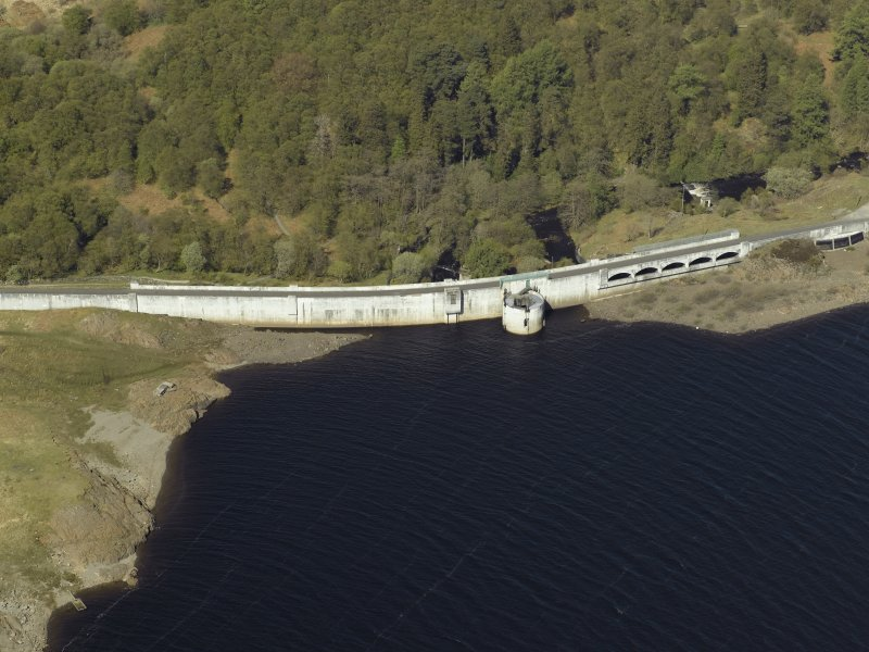 Oblique aerial view centred on the dam, taken from the SE.